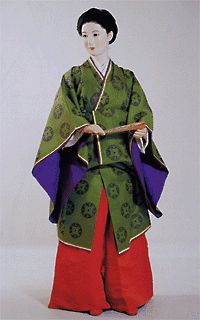 """No, it's not Heian fashion: this variety of courtwear was worn in the Meiji era, and could- I suppose- be considered the miniskirt variant of itsutsu-ginu-kouchiki juunihitoe.  The hakama are shorter, normal hakama rather than the hyper-formal, trailing """"nagabakama"""" and the long robe layers are tied up at the waist in a sort of ohashouri for juunihitoe.  The hair is still in a long ponytail- similar to its Heian forbearer- but styled a bit differently.  I don't think """"kasane no irome"""" was…"""