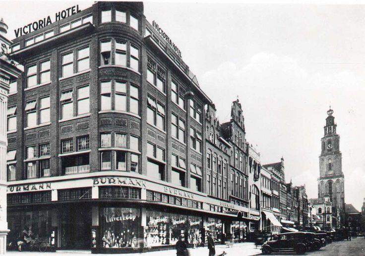 Grote Markt met Victoria Hotel en Burmann , Groningen