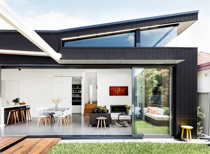 """A wraparound clerestory window was designed to capture northern light. The rear elevation is clad in [James Hardie](http://www.jameshardie.com.au/?utm_campaign=supplier/