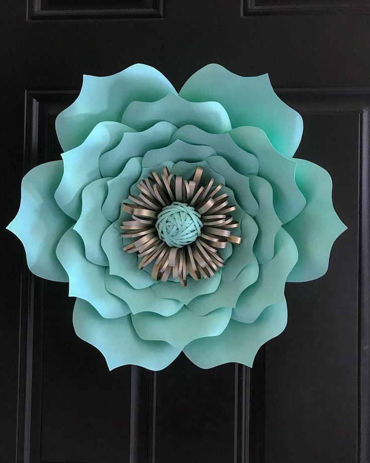Hope everyone is having a great Sunday  #paperflowers#diy#handmade#art#lovemyhobby#fabulousbloomsbycrystal