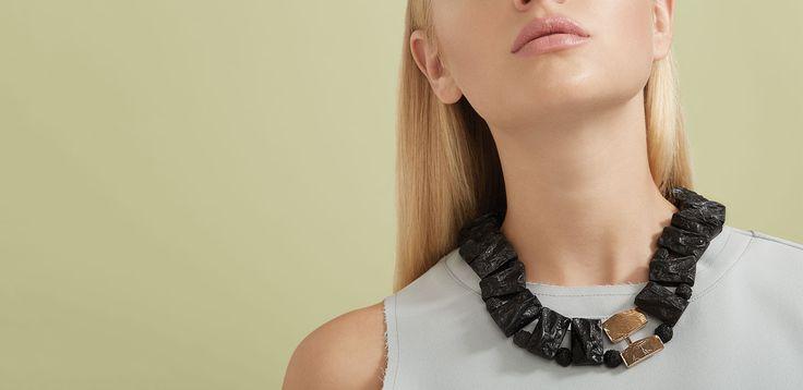 Printemps-Été 2016 - Collier Zao (étain, plaqué bronze, résine) Longueur ajustable ==== Spring-Summer 2016 - Zao necklace (pewter, bronze-plated, resin) Adjustable length