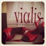 Vialis hace llegar sus zapatos artesanales a toda España con la nueva tienda online