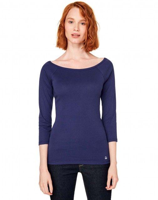T-shirt con maniche a 3/4 raglan in 100% cotone, con scollo rotondo e logo…