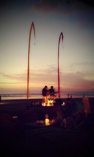 Bali sunset singer