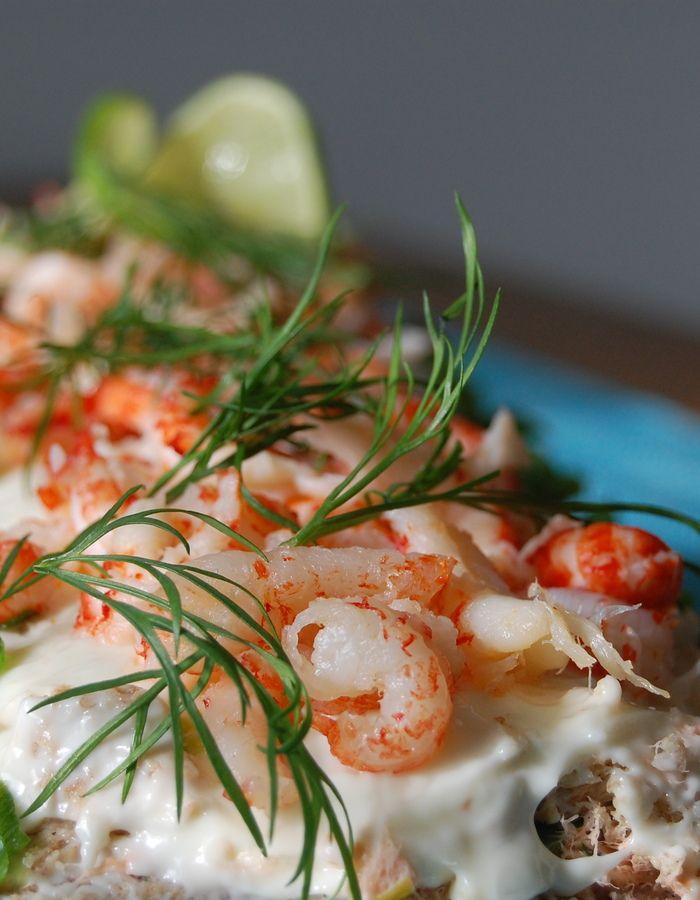Apetit-reseptit - Raikas voileipäkakku on juhlapöydän katseenvangitsija. #koukussakalaan