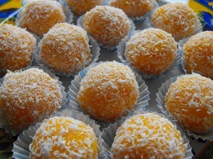 Http://asreceitasladecasa.blogspot.com - Receita Sobremesa : Bolinhas de cenoura e côco de Sandra-alves
