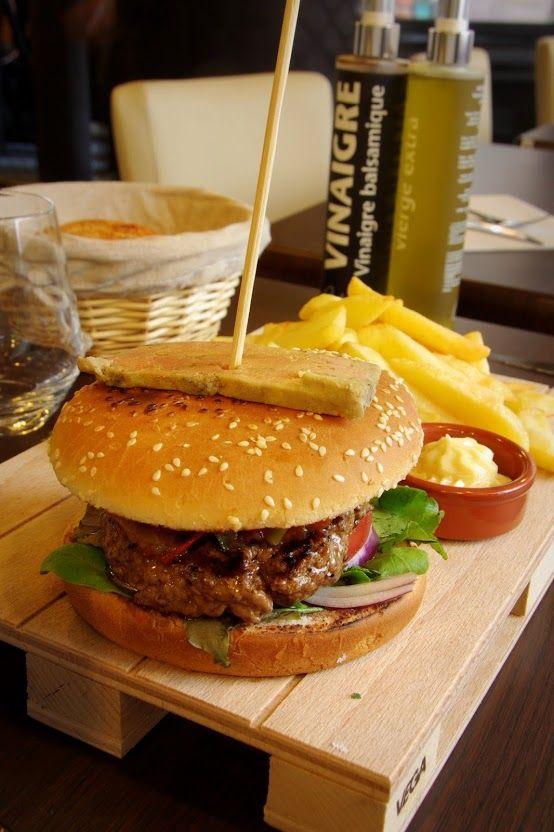 Burger Bagatelle LH City.  Restaurant Bagatelle Le Havre. Restaurant / France/ Normandie/ Le Havre
