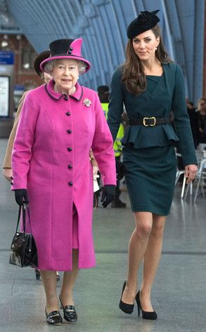 Queen Elizabeth and Princess Catherine: Queen Elizabeth, Duchess Of Cambridge, The Queen, Style Icons, Royals Style, Elizabeth Ii, Duchess Kate, Dark Teal, Princesses Kate