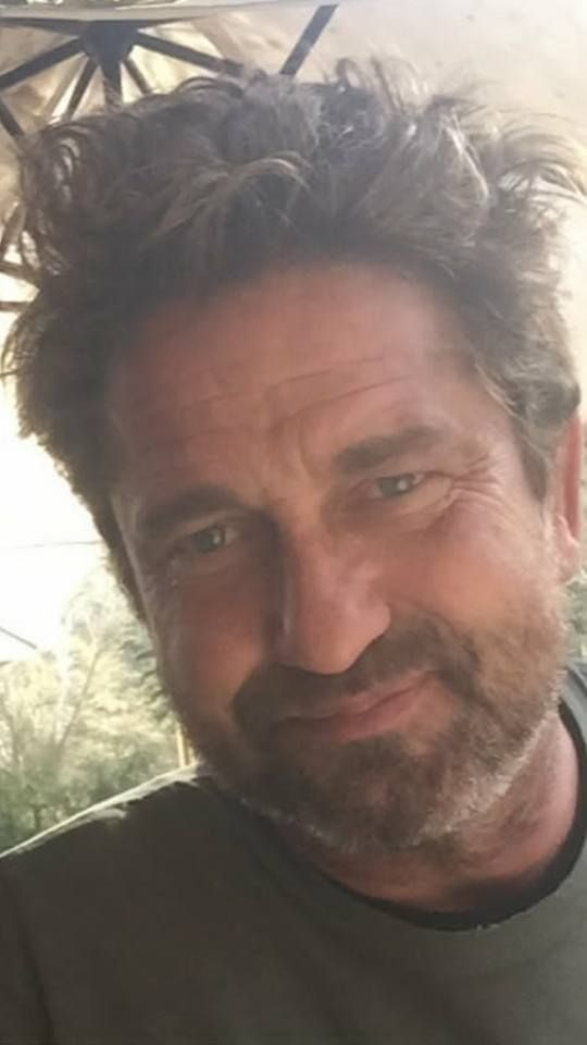 Gerard Butler Feb 2018 LA  Bedhead Gerry - now that's how I'd like to see him!