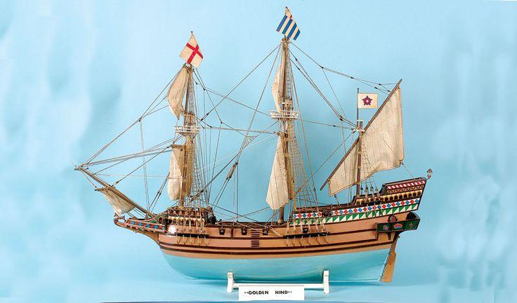 """Modelo de madera hecha a mano del """"Golden Hind"""". Construido a aprox. 1 / 30a escala. El barco original fue construido en Plymouth en 1576 y capitaneado por Sir Francis Drake y en él circunnavegó"""