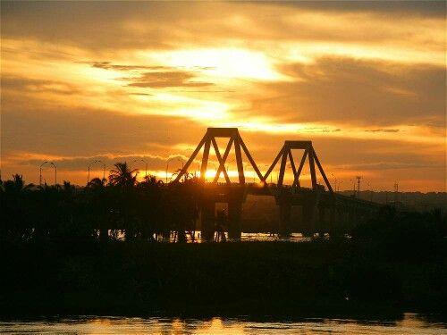 Con el anclaje de pilotes empezará construcción del nuevo Puente Pumarejo. Se espera que esté listo en el 2018 y reemplazará el actual (en la gráfica)