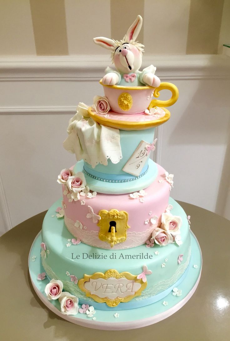 White rabbit  Alice in Wonderland cake Le Delizie di Amerilde
