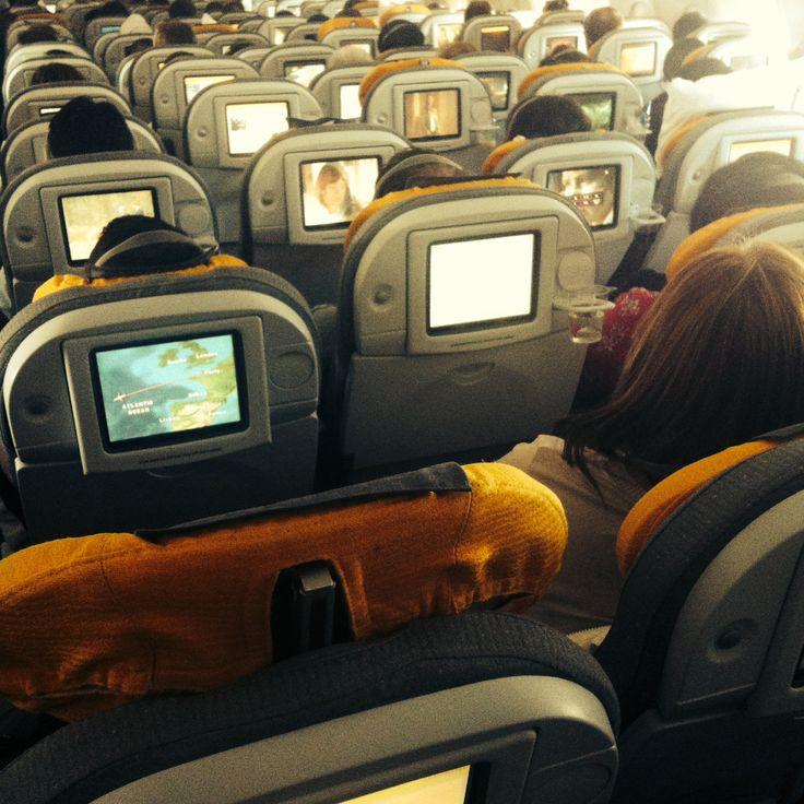 Vuelo seriado - Avión de regreso a Bogotá volando sobre Funchal en Madeira.
