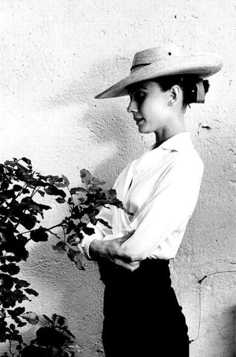 Audrey Hepburn by Inge Morath, 1958    White blouse black trousers. #dailyuniform
