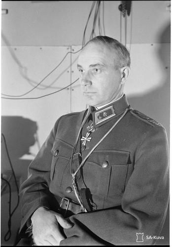 Major General Claës Winell (1892-1943), commander of 8th Division Mannerheim Cross 12.12.1942 for his success in capture of Viipuri and later operations in the east. His 22-year-old elder son, a First Lieutenant, was killed in action just 10 days later. Major General Winell suffered heart attack in the funerals and passed away on 9 January 1943.