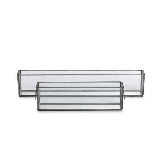 11 x 36,5 x 7 cm<br /> Theelicht doos<br /> Glas en zwart koper<br /> De glazen dozen zijn allemaal handgemaakt met duurzame materialen. Elke doos is daarom anders in de afwerking en kunnen lichtje krasjes hebben in het glas. Eco-friendly & fairtrade & Handmade.