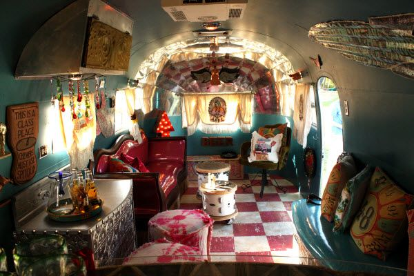 Google Image Result for http://blog.sndimg.com/hgtv/design/kelley/design-happens-junk-gypsies-airstreamDF2600x400.jpg