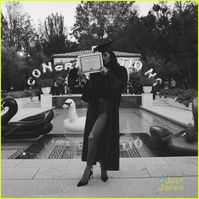 kendall kylie jenners graduation party 16