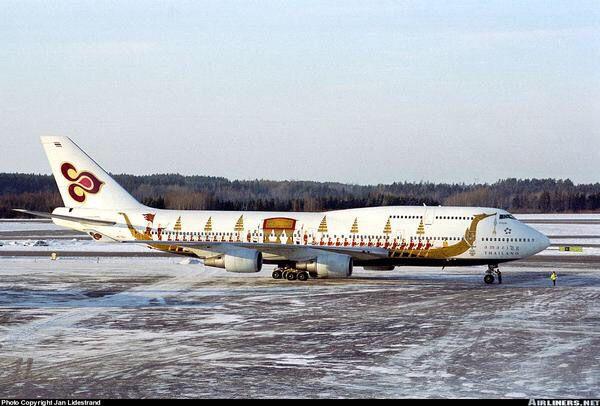 Thai Airways B747-400 The Kings Barge