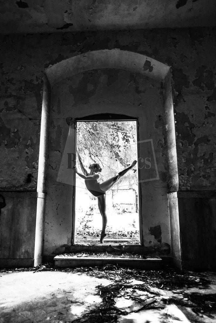 """C. Lapolla, """"Porte avec danseuse en arabesque"""" - BalletPics.net"""