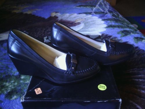 Andrea Leather womens Black shoes Size 6 US Time is running make offer