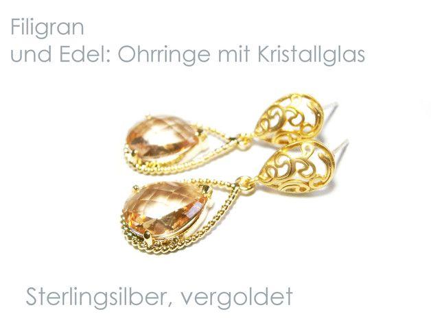 **Ohrringe Silber vergoldet** mit Ohrsteckern aus Echt Silber 925 (Sterlingsilber) und facettiert geschliffenen Markenkristallen in vergoldeten Fassungen. Die tropfenförmigen Kristalle in der...