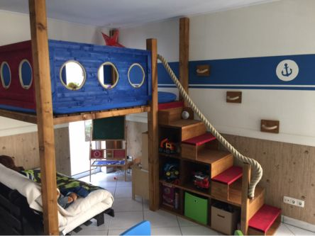 Die besten 25 hochbett selber bauen ideen auf pinterest hochschulwohnung schlafzimmer - Piratenbett kinderzimmer ...