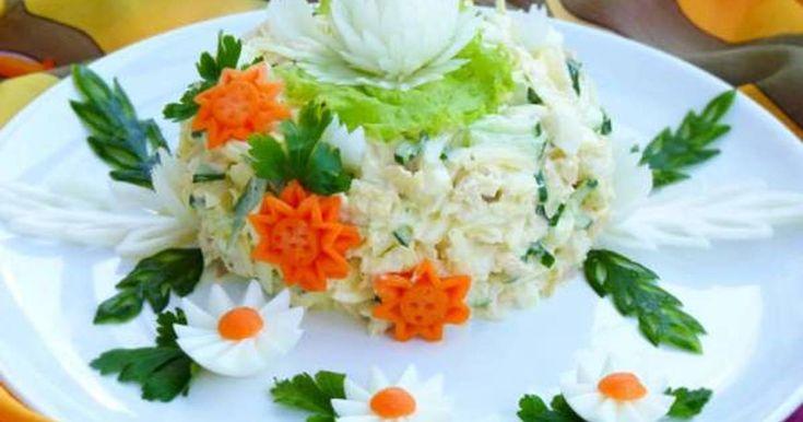 """Классный рецепт - Салат """"Моника"""" затмит и """"шубу"""" и """"оливье""""! Очень вкусный, нежный и сочный салатик. Готовится очень быстро из самых доступных продуктов. Такой салат с достоинством украсит любой праздничный стол!"""