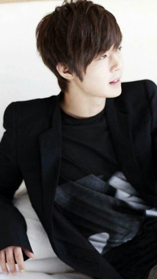 Kim hyun Joong                                                                                                                                                                                 Mais