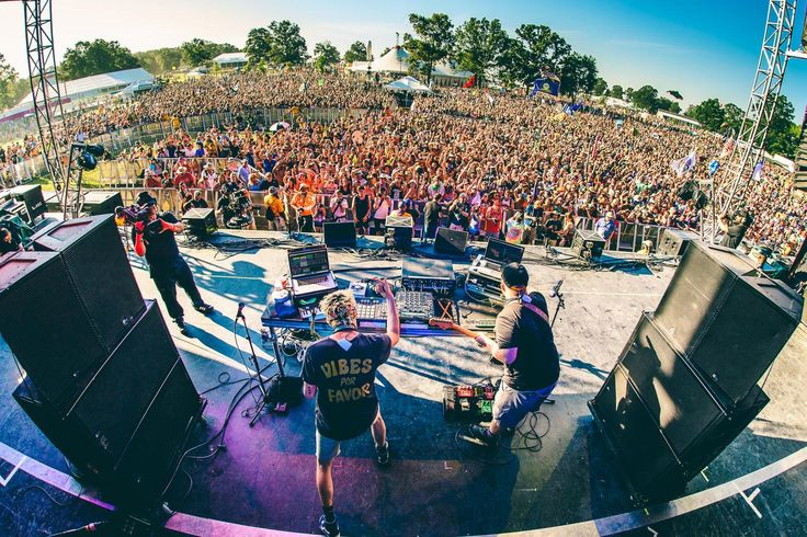 Austin, Texas based concert and event photographer, Roger Ho, captures Bonnaroo 2016. Bonnaroo Music and Arts Festival is a four day, multi-stage camping festival held on a 700-acre farm in Manchester, Tennessee. Bonnaroo Music Festival is largely influenced by art rock concerts of the late 1960s and early 1970s and is a nod to the Monterey International Pop Music Festival (1967), the Atlanta International Pop Festival (1969, 1970), and most famously the Woodstock Music & Art Fair (1969).