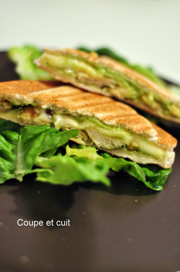 Croque monsieur de poulet, curry et guacamole