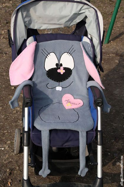 Купить или заказать Матрасик Кролик, коврик, подстилка, в коляску. подарок новорожденному в интернет-магазине на Ярмарке Мастеров. Матрасик в коляску в виде животного- это уникальная вещичка для любимой крохи. Подобран немаркий цвет, т.к. малыш будет хотеть самостоятельно карабкаться в коляску, при этом топча подстилку башмачками. Поэтому от ярких и светлых цветов лучше отказаться. Коврик в коляску может быть в виде любого животного. . Изготавливаю эскиз другого животного для утверждения.