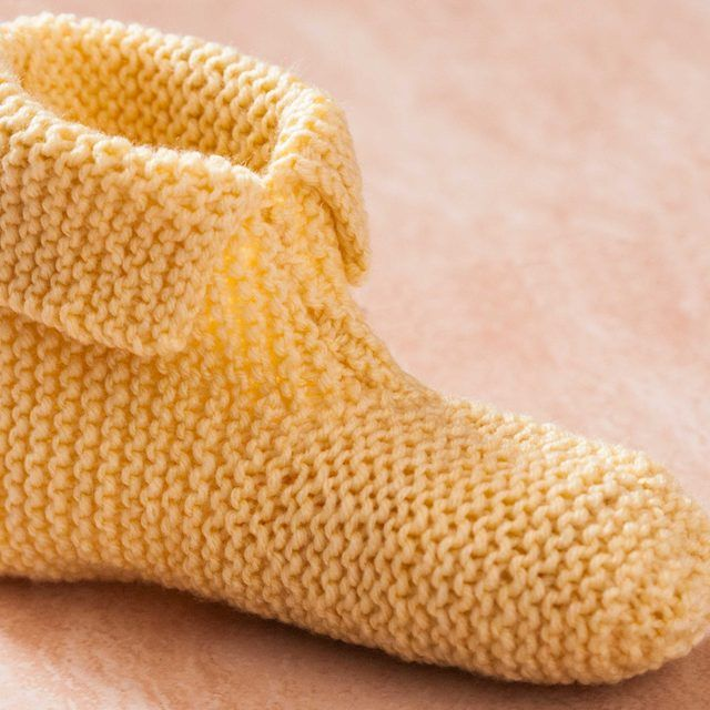Slipper Socks Knitting Pattern Easy : 25+ best ideas about Knitted slippers on Pinterest Knit slippers, Knit slip...