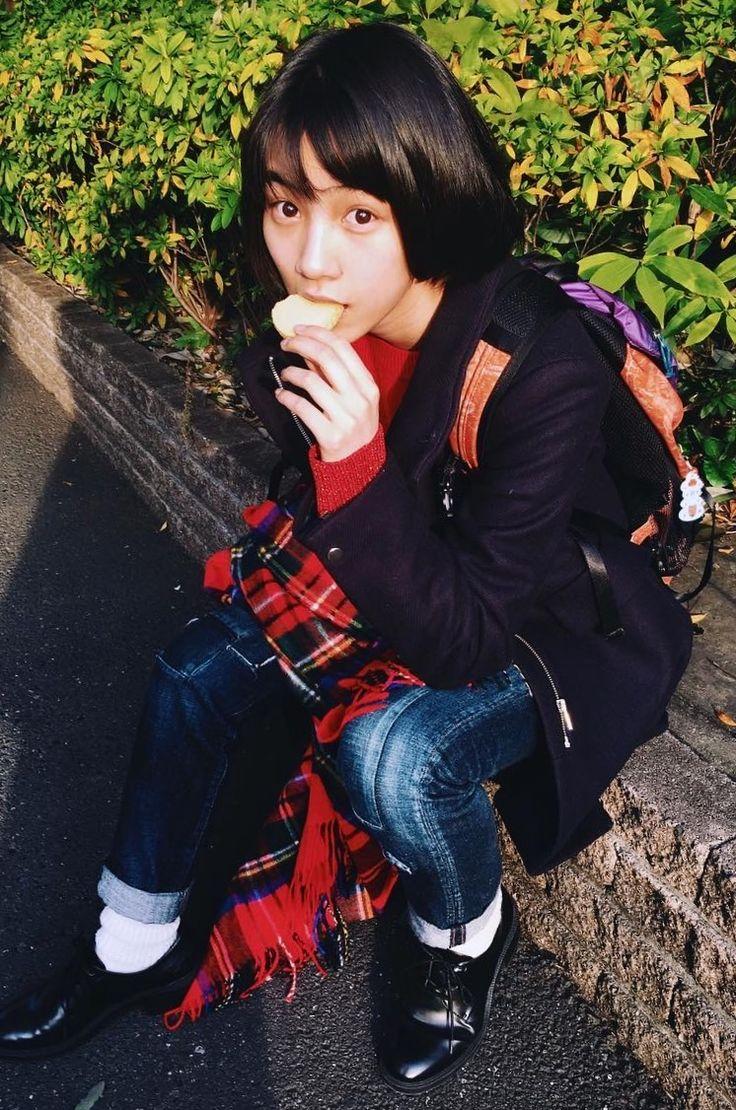 のんちゃんインスタ更新! クッキー食べながらおさしん撮影 食べてるのんちゃん最強に可愛い♥ 今日はhanakoの広告が東京メトロにたくさんありました。のんちゃんは見たかなあ?(^^) instagram.com/non_kamo_ne/