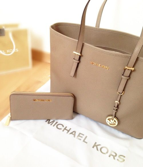 Perfect tan michael kors bag