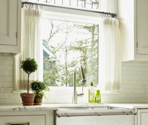 Jurnal de design interior -  Bucătărie contemporană amenajată în alb