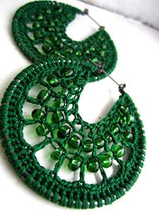 There is no pattern, but I think if the image is enlarged, you can figure it out.  Cute earrings.