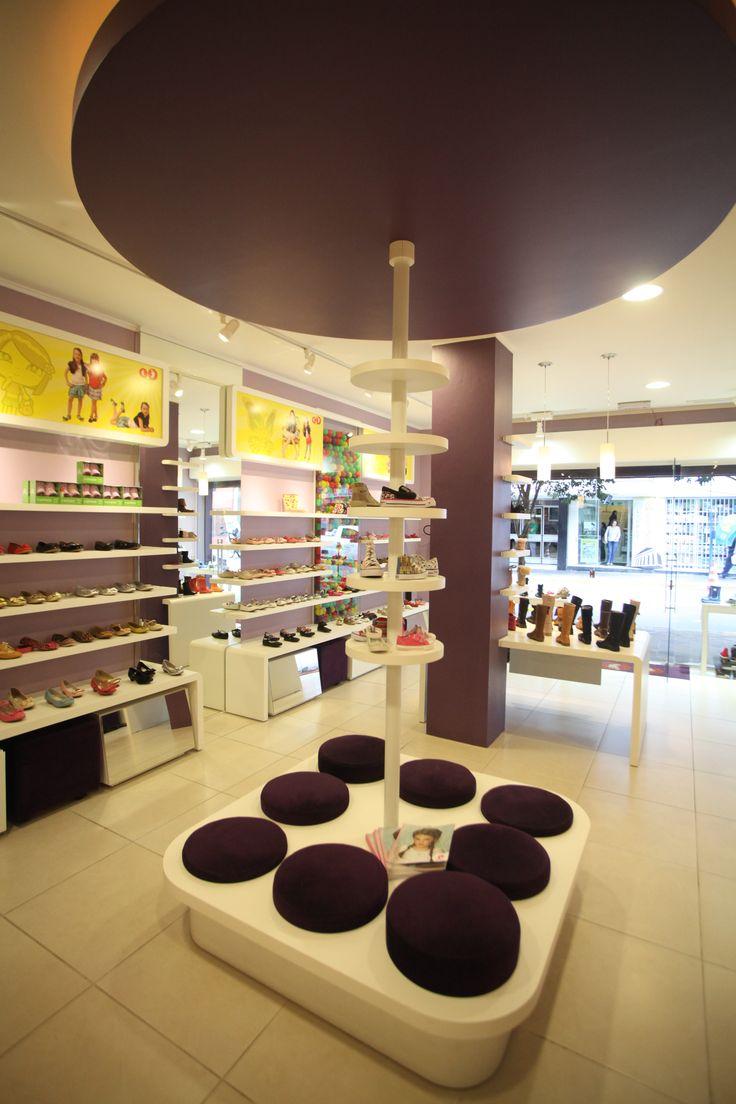 Projeto de Arquitetura Comercial da Loja Ora Bolas, em Santa Maria/RS, assinado por Lineastudio.