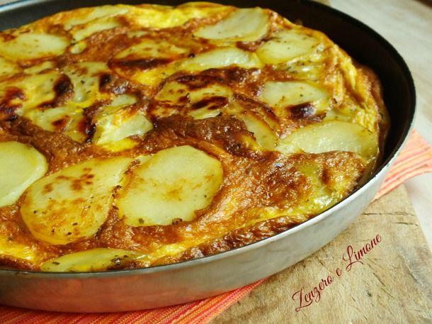 la frittata con le patate è un ottimo secondo, molto nutriente ed appetitoso che piace a tutti. E' inoltre veloce e semplicissima da preparare.