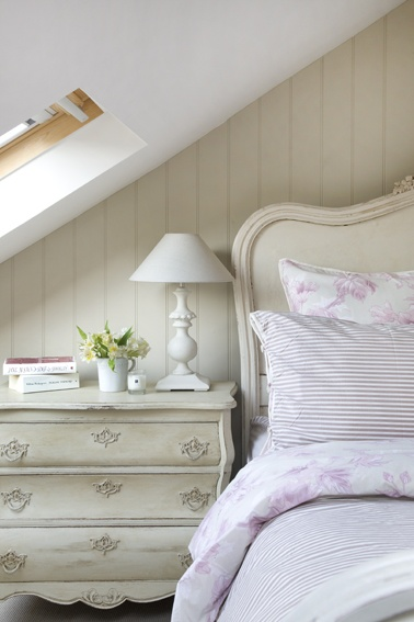 I may have pinned this before but I don't care- it is such a beautiful photo and I love the chest and headboard.