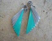 husking type earrings
