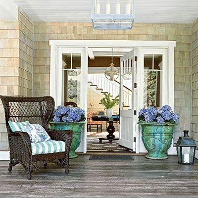 love the door and hydrangeas