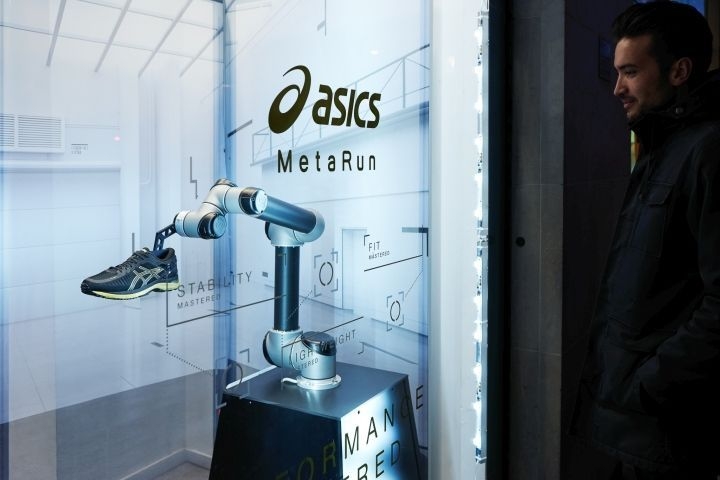 A new key retail asset was imagined and crafted in line with the concept with the help of a radiographer. The running shoe was x-rayed and stylised, resulting in an image that was able to communicate all the details, features and the R&D investment in one stunning, unique key-visual. #fachadasverdesloja