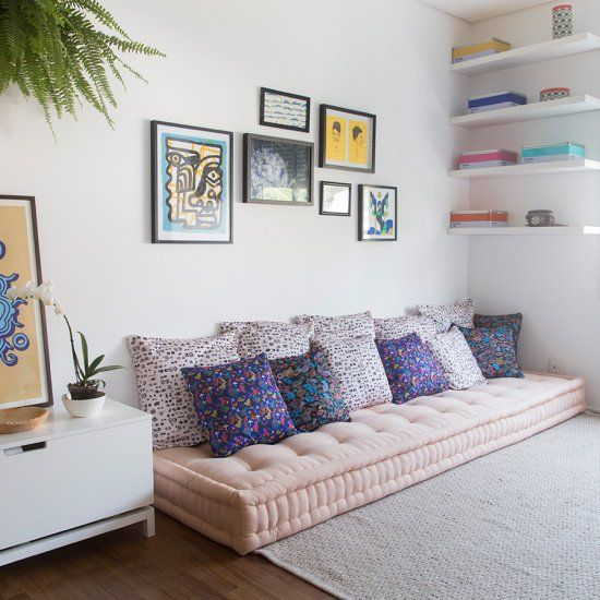 This sun-filled apartment has lots of cute patterns and pops of color. The owner also created a tiny zen spot...(in Portuguese)