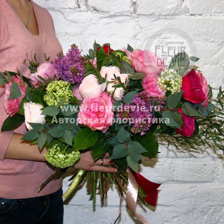 Купить букет из пионов, пионовидной розы и ранункулюсов. | Доставка букета по Москве за 3 часа.