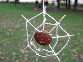 Spin maken van een kastanje, stokjes en touw