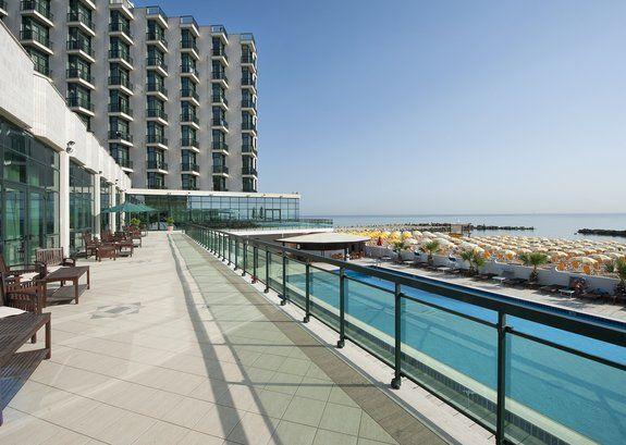 Abruzzo/Montesilvano Nyce Club G.H. Mediterraneo **** Nel cuore della riviera Adriatica, l'hotel sorge direttamente sul mare. E' ideale per famiglie con bambini.  http://futuravacanze.it/mare_italia/abruzzo/nyce_club_g_h_mediterraneo/montesilvano
