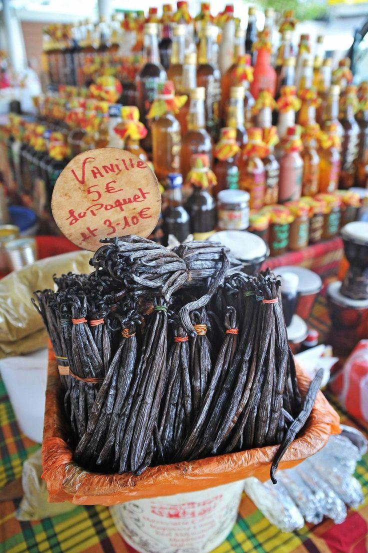 Doftande vanilj på marknaden i Pointe-à-Pitre. Foto: Anders Phil.