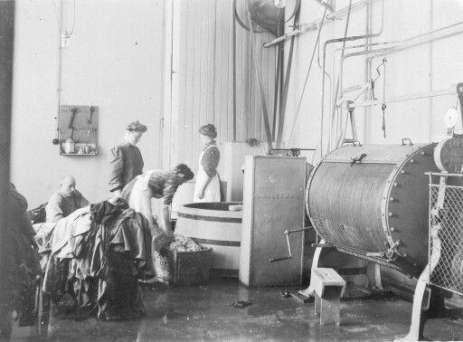Et gammelt bilde fra vaskeriet på Rønvik sykehus, antagelig fra rundt 1906.