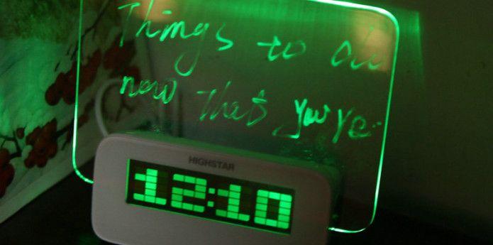 Zegar z miejscem na wiadomość własną. O czym dzisiaj nie zapomnisz?